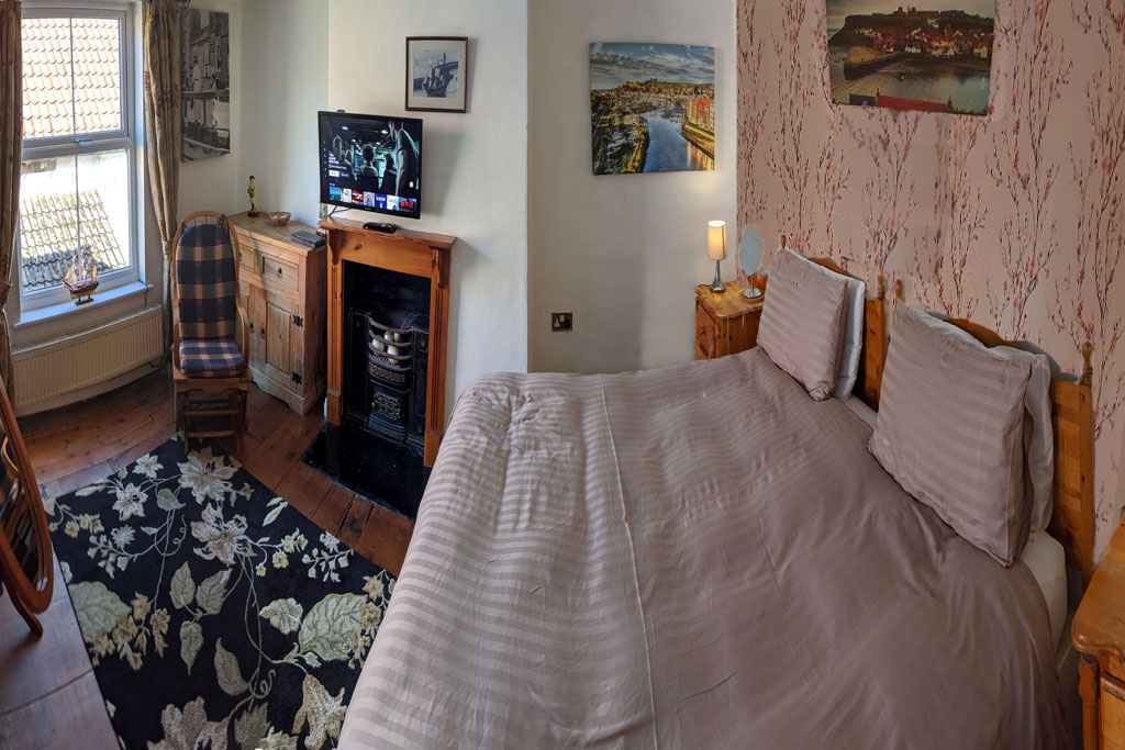 Endeavour whitby holiday cottage sleeps 6 The master bedroom whitby