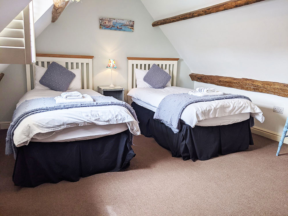 Sea view cottage attic twin bedroom